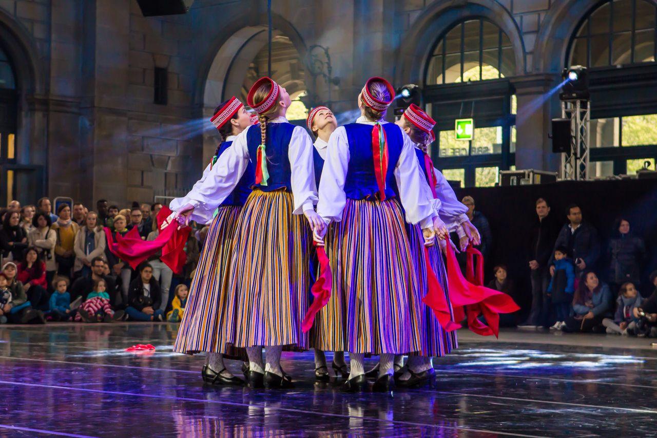 Zurich Tanzt folk dance