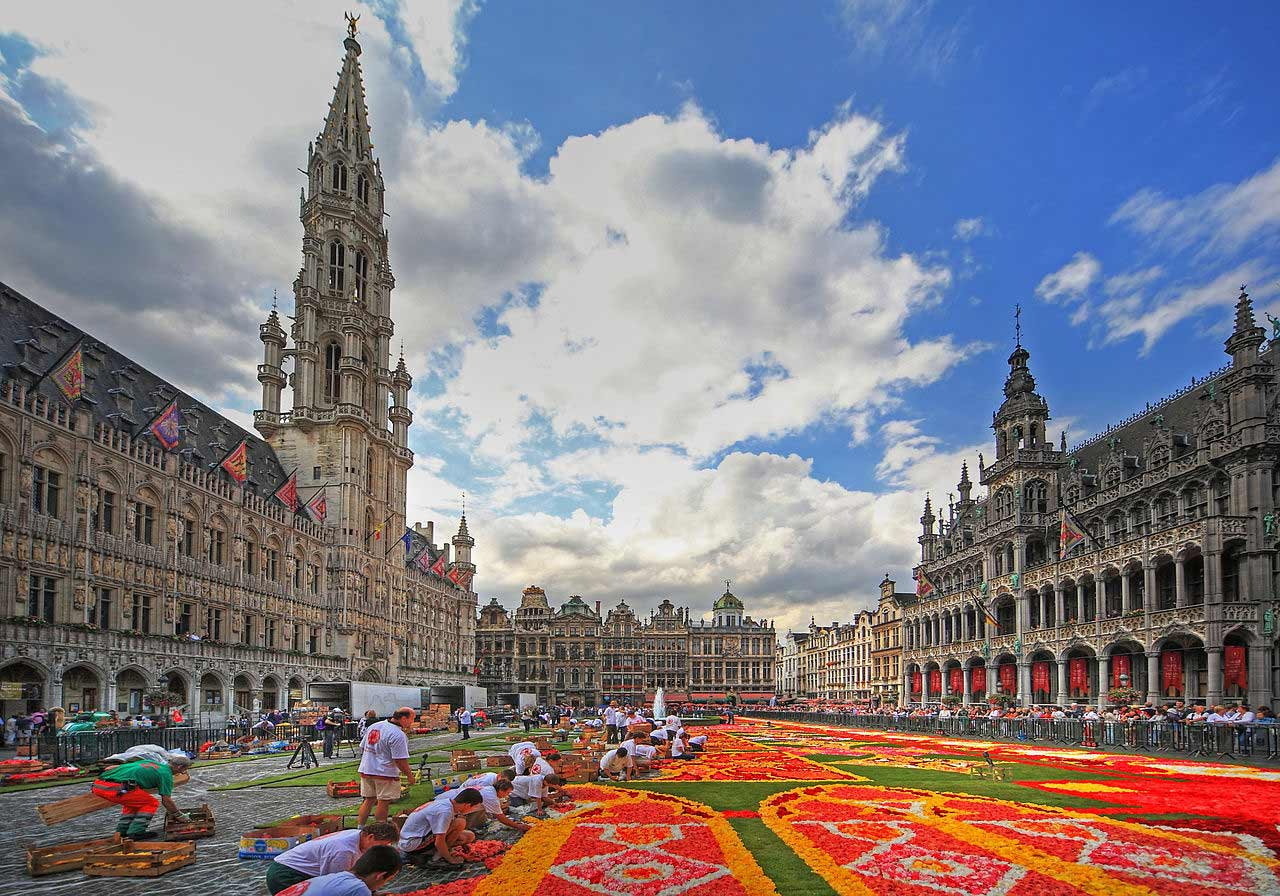 Construction of the Flower Carpet on the Grand Place