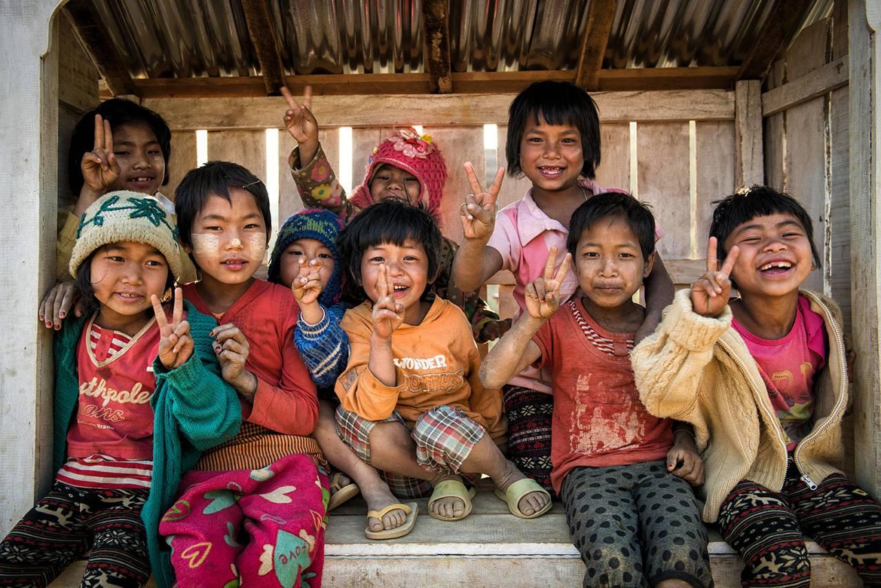 Myanmar - children showing victory sign