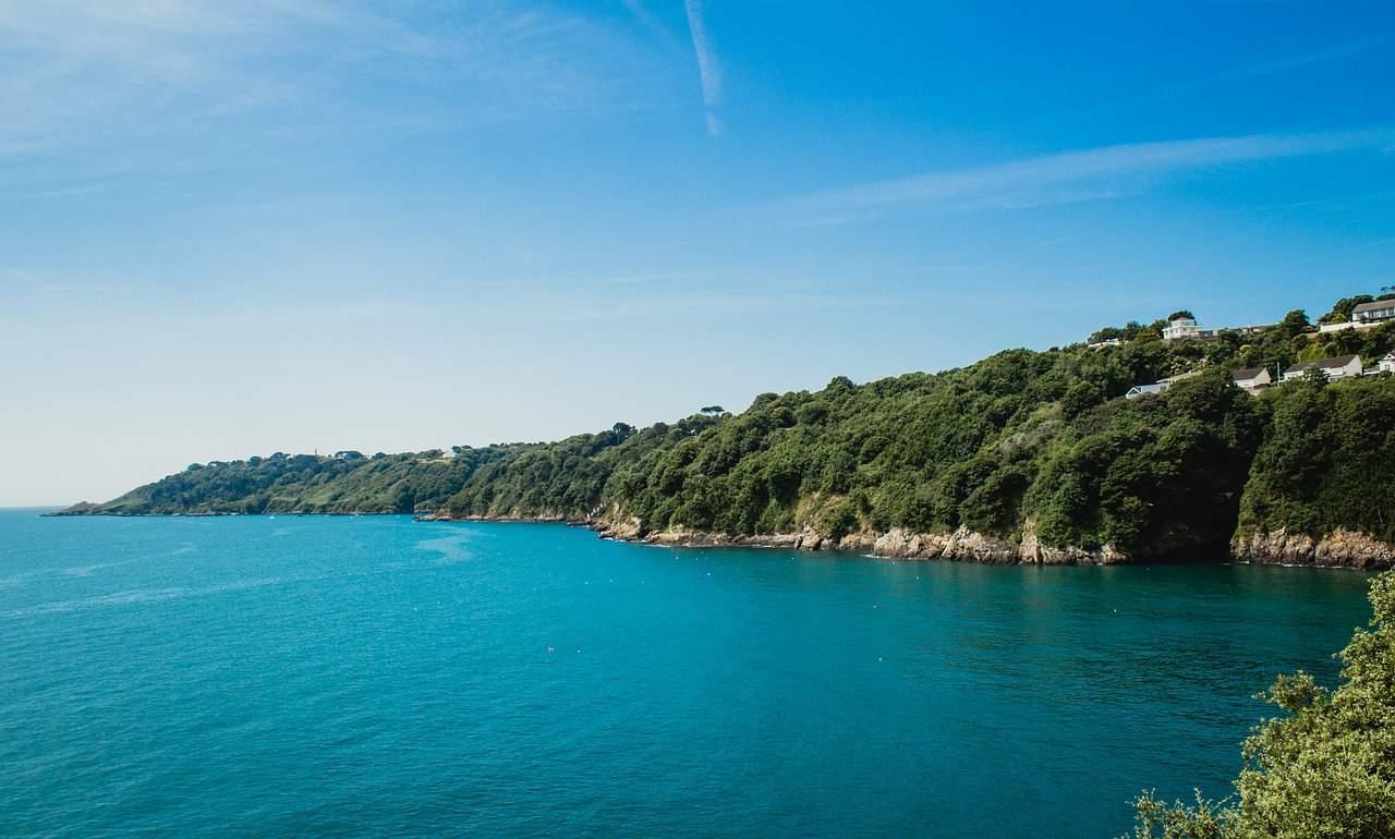 Guernsey: green cliffs