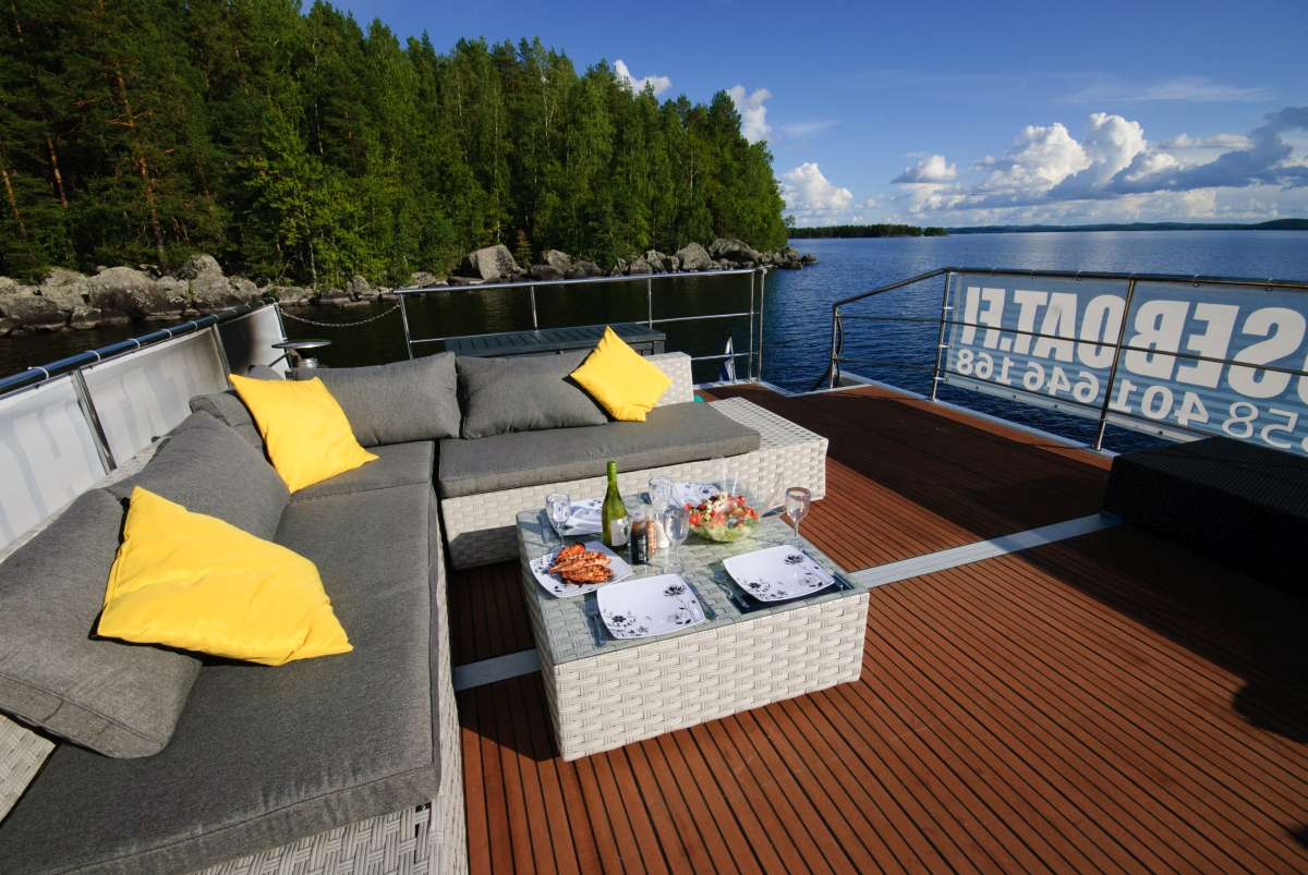 Houseboat deck for a relaxing breakfast