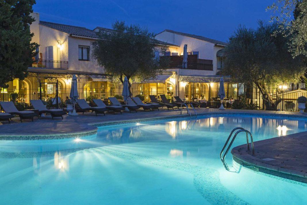 la lune de mougins - pool by night