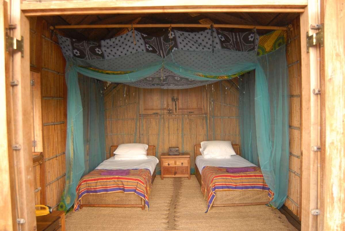 Lake Malawi: huts