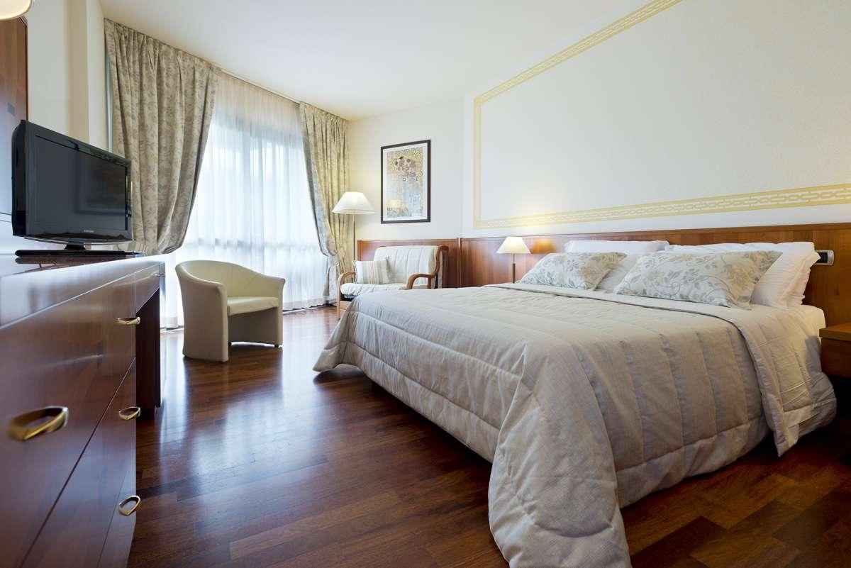 Savoy Beach Hotel: room