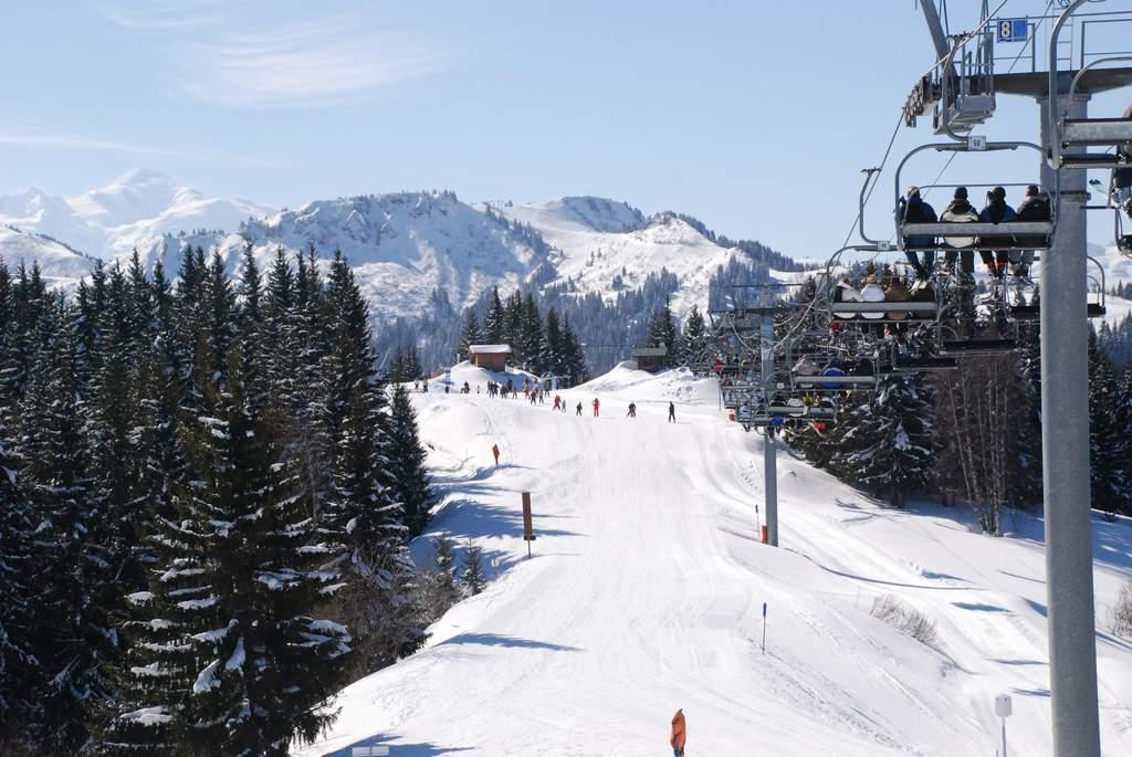 Morzine skiers