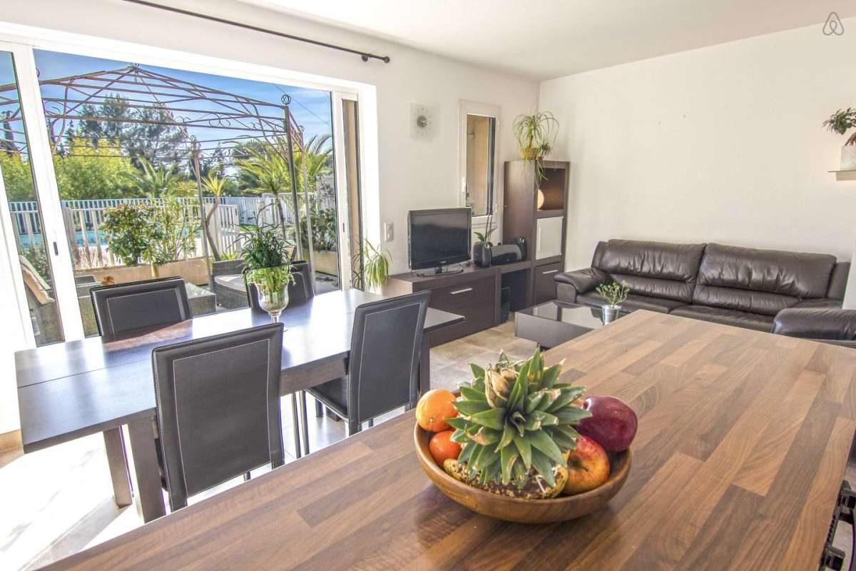 Villa Verde - kitchen/dining/living room
