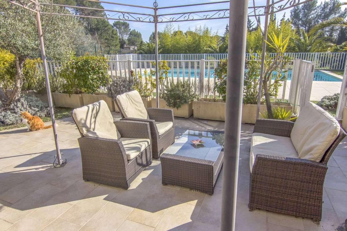Villa Verde - pool-side terrace